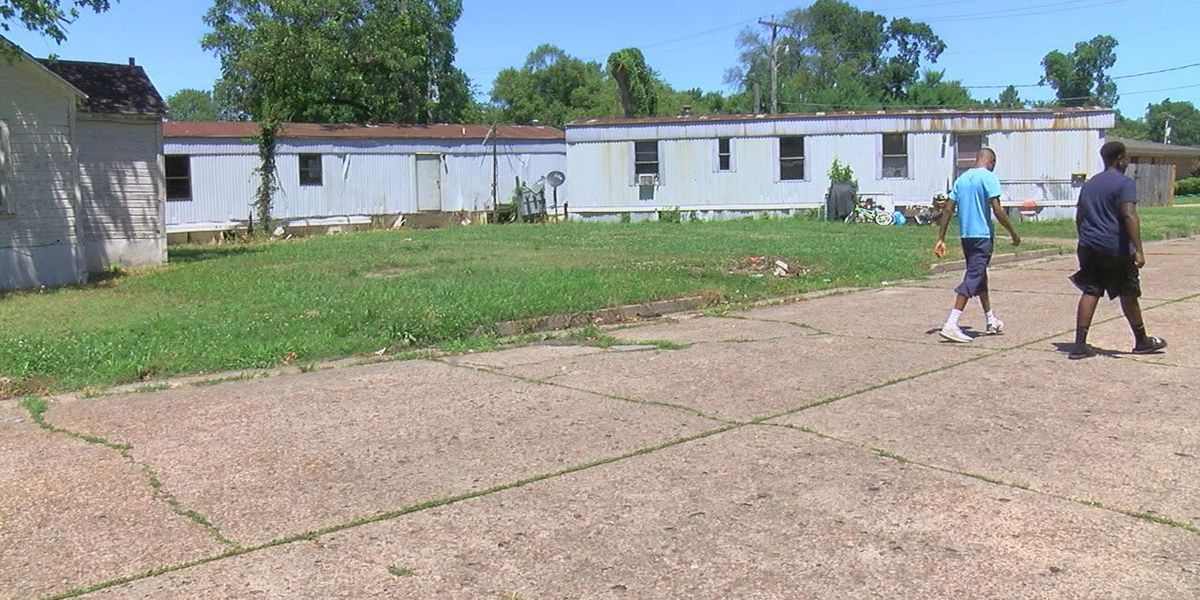 City hopes to condemn mobile homes