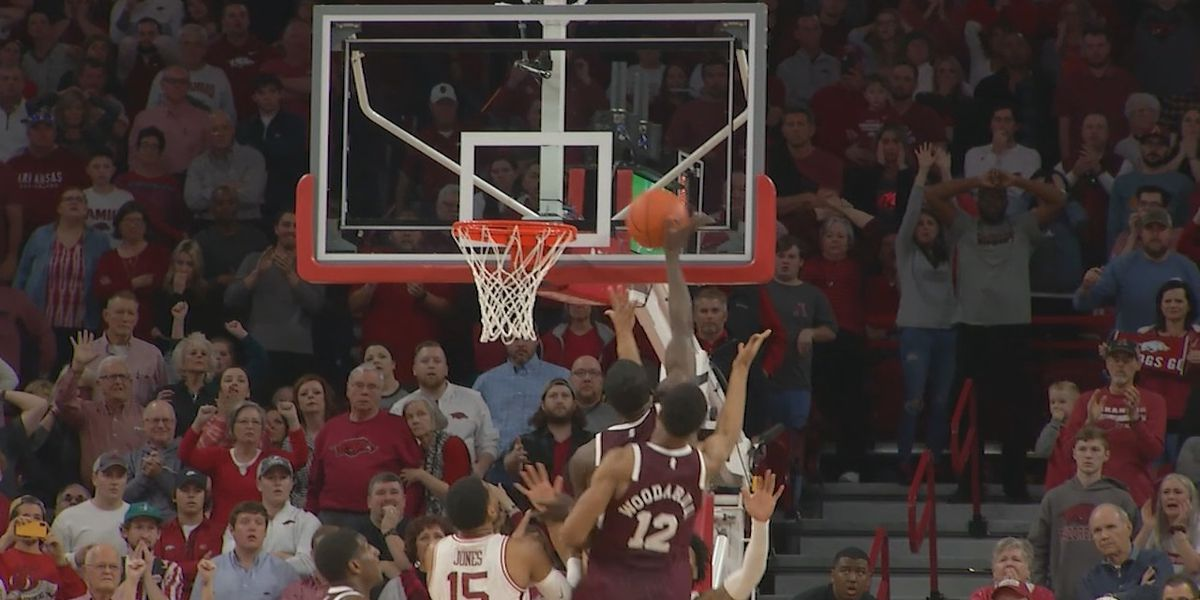 Late tip in lifts Mississippi State men over Arkansas
