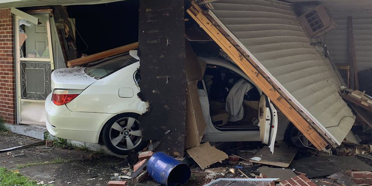 Car smashes into West Memphis home