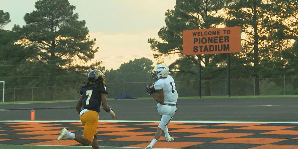Lyon holds off Texas Wesleyan to pick up 53-45 win on Homecoming