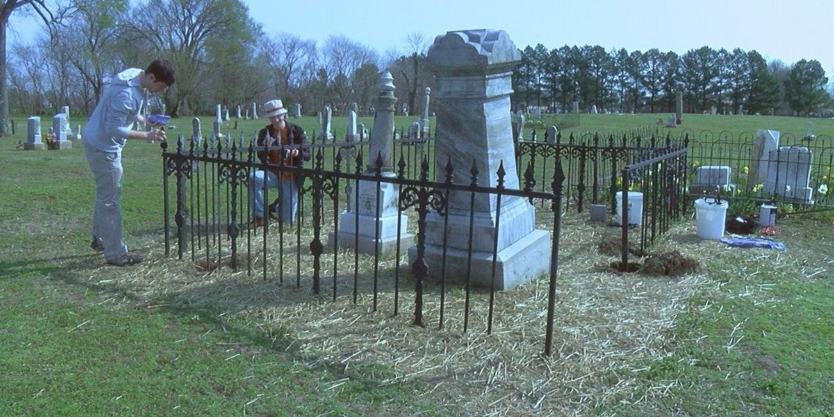 Volunteers spend Spring Break cleaning cemetery