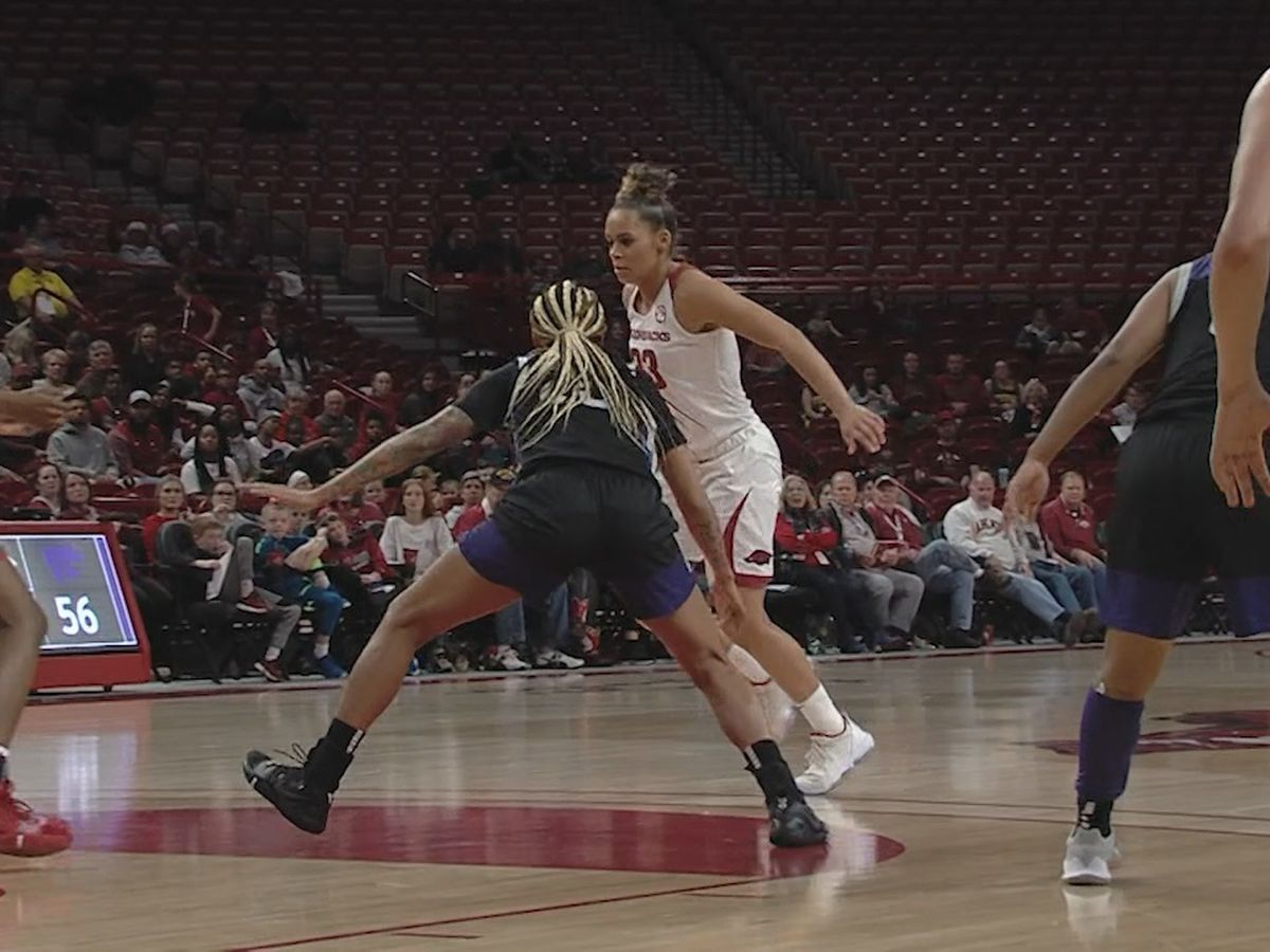 Dungee's 32 leads Arkansas to win over Kansas State in Big 12/SEC Challenge