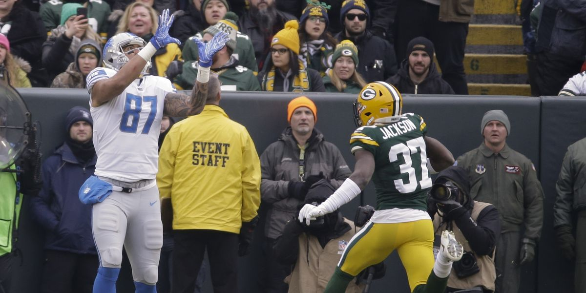 Lions beat up on Packers 31-0; Rodgers suffers concussion