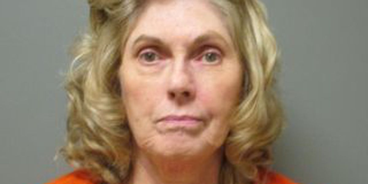 Woman arrested for bouncing checks to pay scam artists