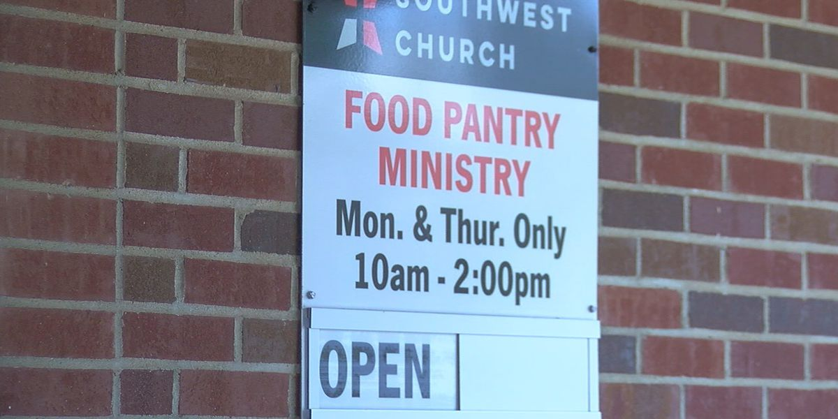 Teens volunteer at food pantry, helping elderly and those in need