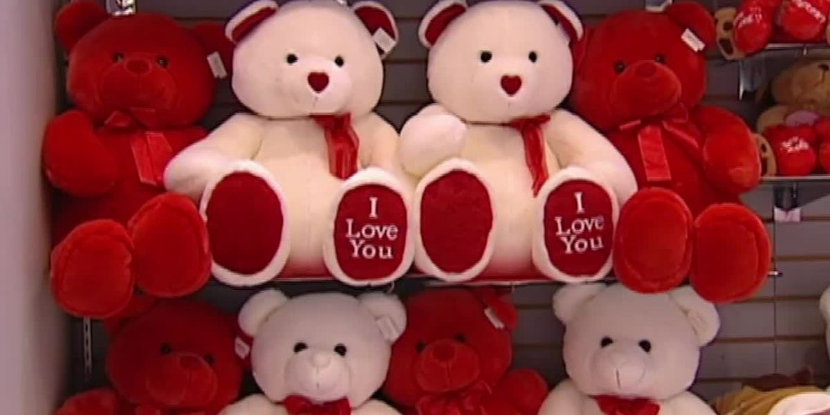 Valentine's spending expected to top $27B; that's a record