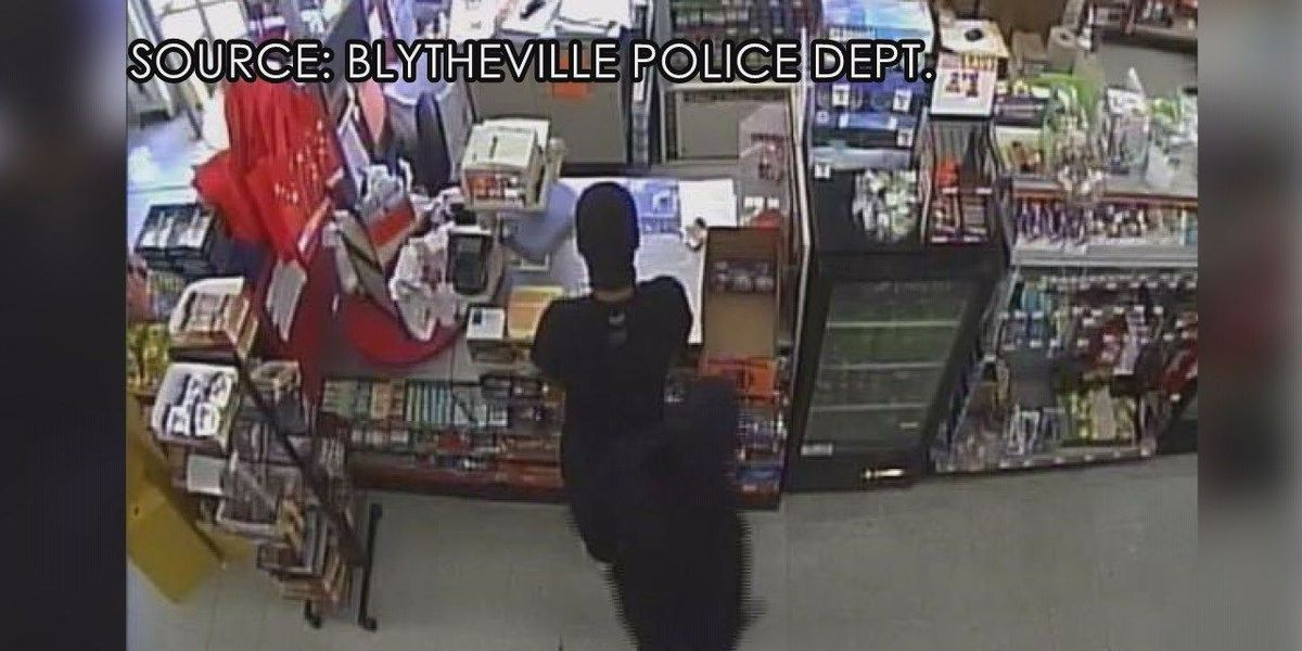 Blytheville police search for robbery suspects