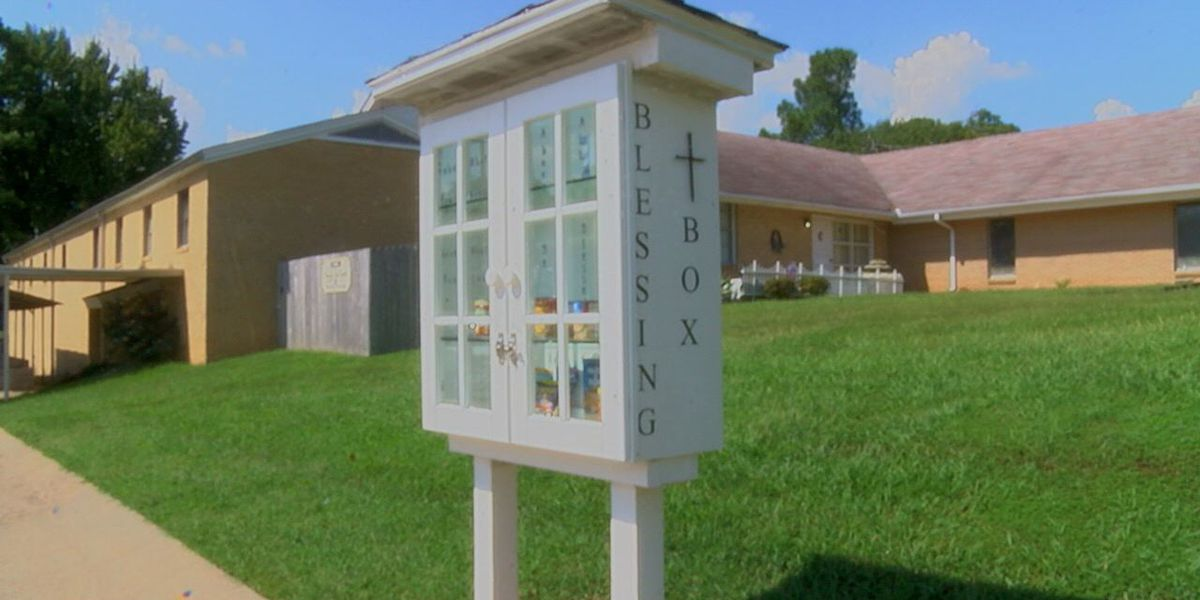"St Paul United Methodist Church builds ""blessing box"""