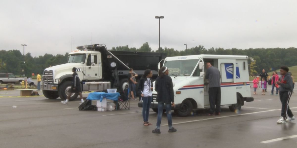 Students give kids the opportunity to touch a truck