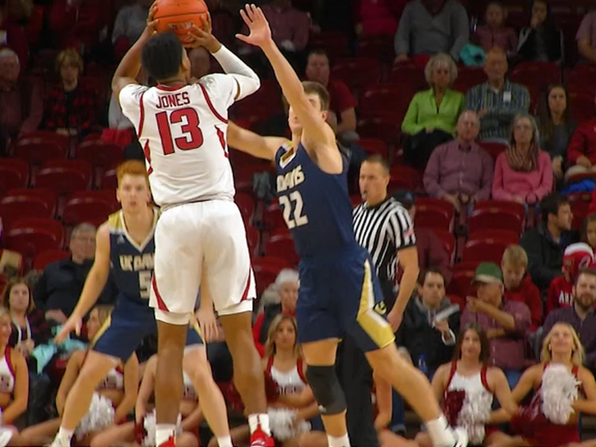 Mason Jones drops 21 pts, Razorbacks beat UC Davis in home opener