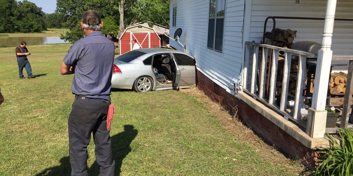 Trooper: distracted driver hits house