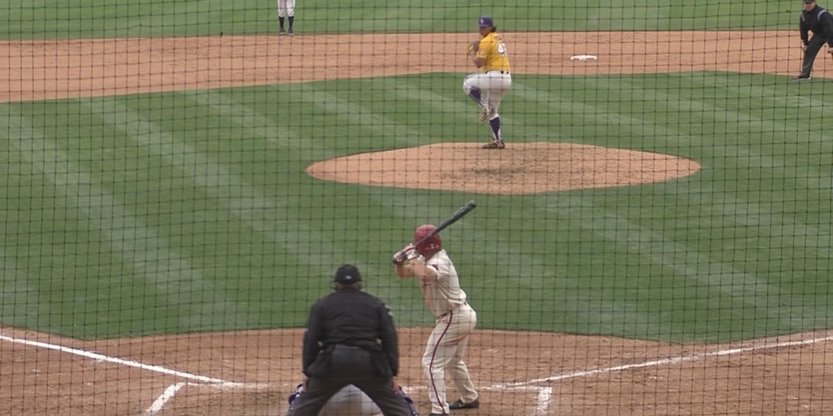 Tigers score 3 in the 8th to get by Arkansas
