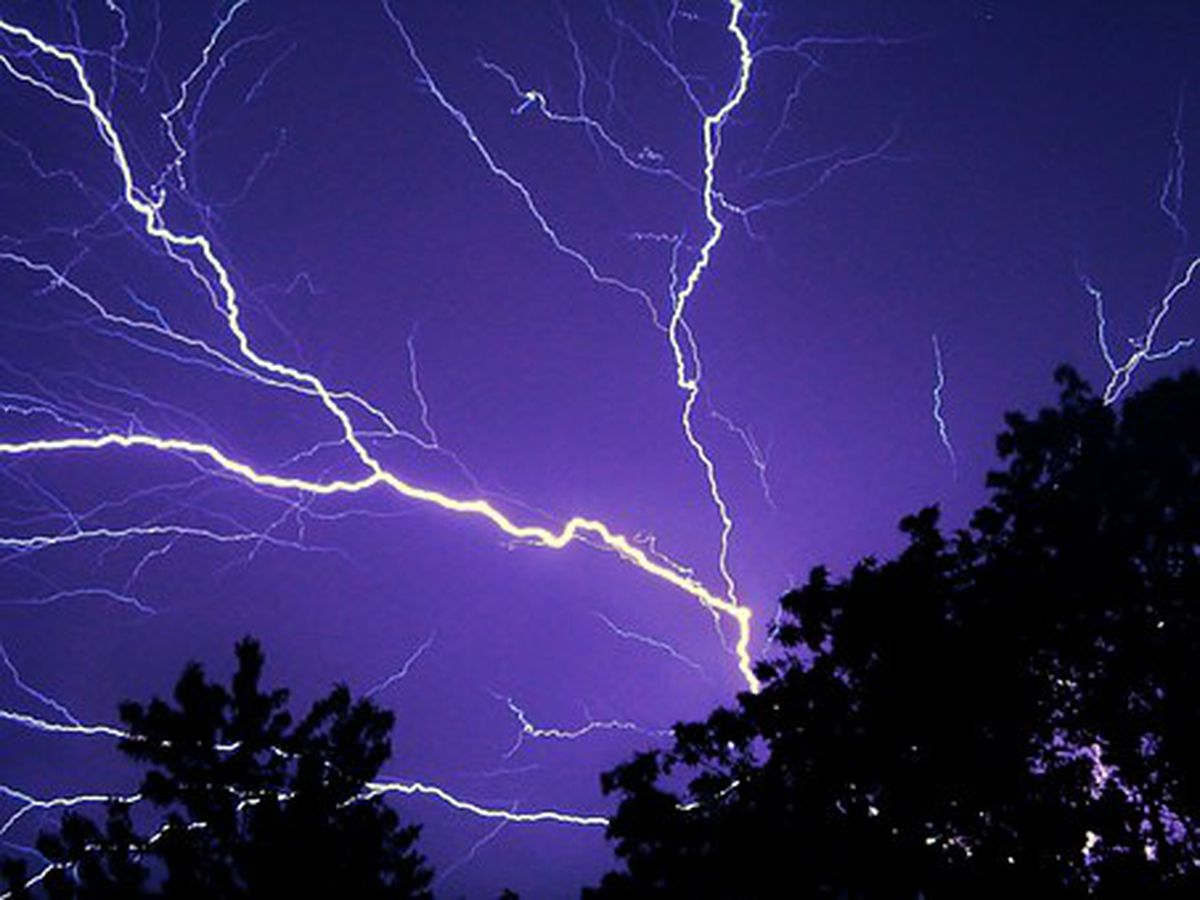 Lightning causes power outages in Poplar Bluff, MO